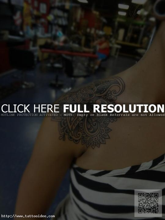 Ornament Tattoo Schulter