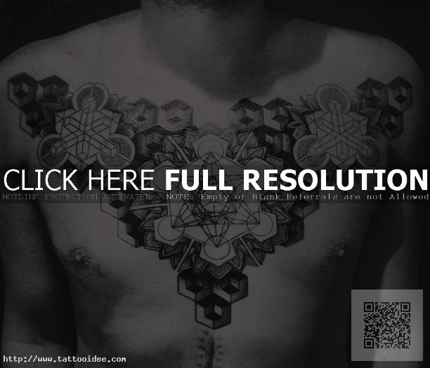 Geometrisches Brusttattoo